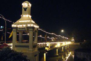 Nawarat-Bridge-Chiang-Mai-Thailand-01.jpg