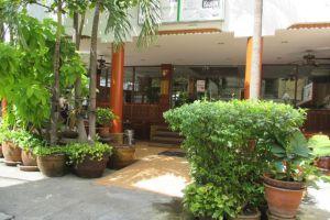 New-Road-Guest-House-Bangkok-Thailand-Entrance.jpg