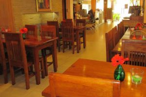 New-Road-Guest-House-Bangkok-Thailand-Restaurant.jpg