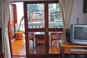 New-Road-Guest-House-Bangkok-Thailand-Terrace.jpg