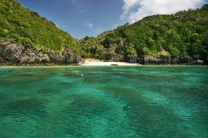Nui-Bay-Phi-Phi-Krabi-Thailand-02.jpg