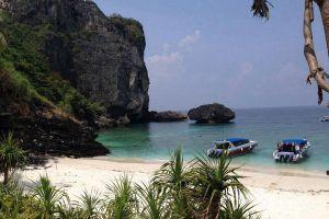 Nui-Bay-Phi-Phi-Krabi-Thailand-03.jpg