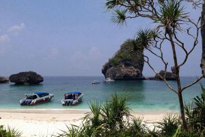 Nui-Bay-Phi-Phi-Krabi-Thailand-04.jpg