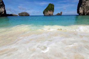 Nui-Bay-Phi-Phi-Krabi-Thailand-05.jpg