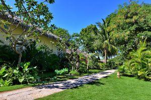 Oasis-Hotel-Bagan-Mandalay-Myanmar-Garden.jpg