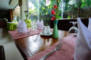 Oasis-Hotel-Chiang-Mai-Thailand-Restaurant.jpg