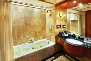 Ocean-Marina-Yacht-Club-Hotel-Pattaya-Thailand-Bathroom.jpg