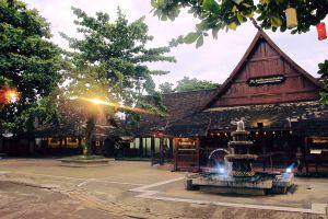 Old-Chiang-Mai-Cultural-Center-Thailand-04.jpg