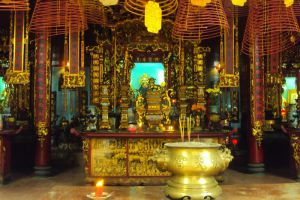 Ong-Temple-Can-Tho-Vietnam-002.jpg