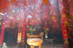 Ong-Temple-Can-Tho-Vietnam-004.jpg