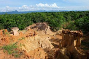 Pae-Muang-Pee-Forest-Park-Phrae-Thailand-01.jpg