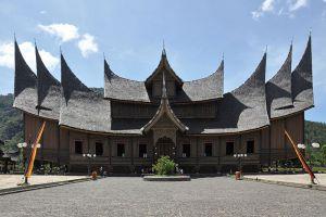 Pagaruyung-Palace-West-Sumatra-Indonesia-001.jpg