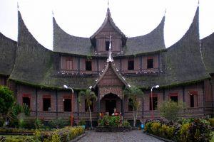Pagaruyung-Palace-West-Sumatra-Indonesia-002.jpg