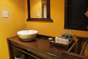 Pai-Hotsprings-Spa-Resort-Mae-Hong-Son-Thailand-Bathroom.jpg