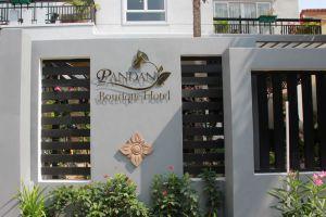 Pandan-Boutique-Hotel-Phnom-Penh-Cambodia-Entrance.jpg