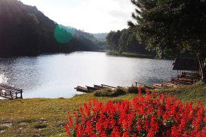 Pang-Oung-Lake-Mae-Hong-Son-Thailand-03.jpg