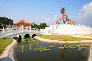 Paradise-Park-Nakhon-Sawan-Thailand-01.jpg