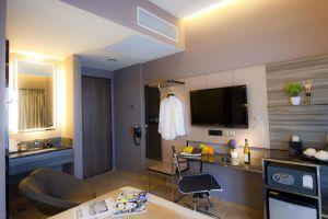 Parc-Sovereign-Hotel-Tyrwhitt-Kallang-Singapore-Living-Room.jpg