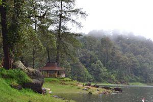 Patenggang-Lake-West-Java-Indonesia-002.jpg