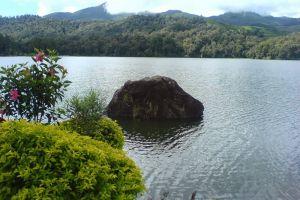Patenggang-Lake-West-Java-Indonesia-004.jpg