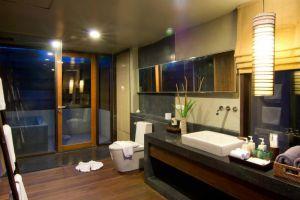 Pattara-Resort-Spa-Hotel-Phitsanulok-Thailand-Bathroom.jpg