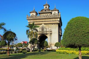 Patuxai-Victory-Monument-Vientiane-Laos-003.jpg