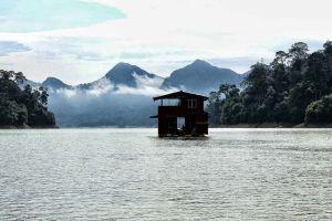 Pedu-Lake-Kedah-Malaysia-001.jpg