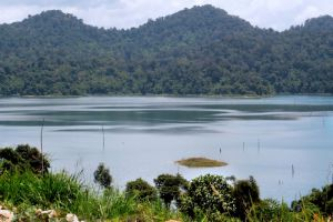 Pedu-Lake-Kedah-Malaysia-003.jpg