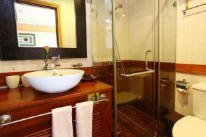 Pelican-Cruise-Halong-Vietnam-Bathroom.jpg