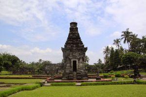 Penataran-Hindu-Temple-Complex-East-Java-Indonesia-003.jpg