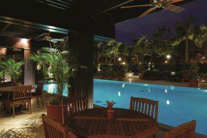 Peninsula-Hotel-Manila-Philippines-Pool.jpg
