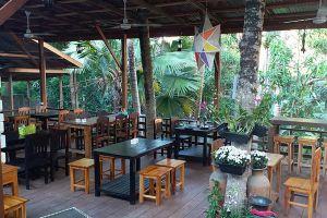 Pha-Khao-Lao-Restaurant-Luang-Prabang-Laos-03.jpg