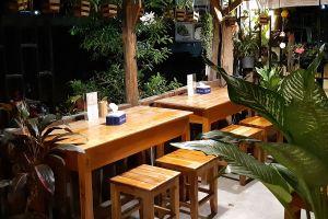 Pha-Khao-Lao-Restaurant-Luang-Prabang-Laos-04.jpg