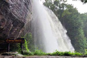 Pha-Luang-Waterfall-Forest-Park-Ubon-Ratchathani-Thailand-01.jpg