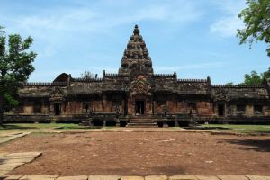 Phanom-Rung-Historical-Park-Buriram-Thailand-004.jpg