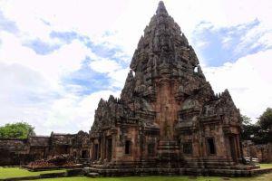 Phanom-Rung-Historical-Park-Buriram-Thailand-005.jpg