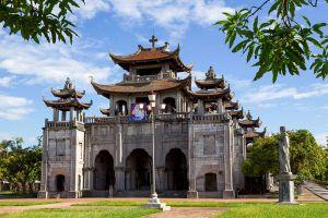 Phat-Diem-Cathedral-Ninh-Binh-Vietnam-002.jpg