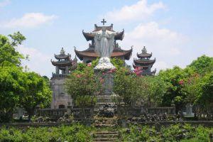 Phat-Diem-Cathedral-Ninh-Binh-Vietnam-004.jpg