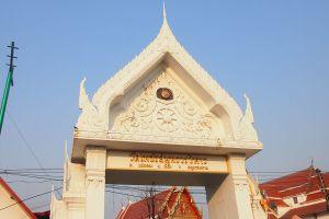 Phet-Samut-Worawihan-Temple-Wat-Ban-Laem-Samut-Songkhram-Thailand-01.jpg
