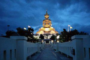 Phetbura-Buddhist-Park-Petchaboon-Thailand-07.jpg