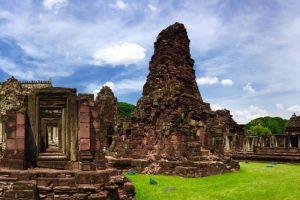 Phimai-Historical-Park-Nakhon-Ratchasima-Thailand-001.jpg