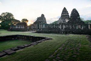 Phimai-Historical-Park-Nakhon-Ratchasima-Thailand-002.jpg