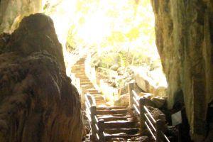 Phnom-Chhngok-Cave-Temple-Kampot-Cambodia-002.jpg