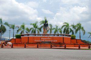 Pho-Khun-Pha-Muang-Memorial-Petchaboon-Thailand-01.jpg