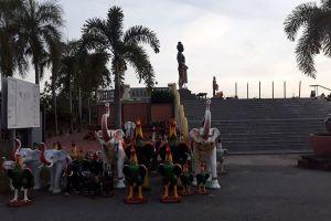 Pho-Khun-Pha-Muang-Memorial-Petchaboon-Thailand-02.jpg