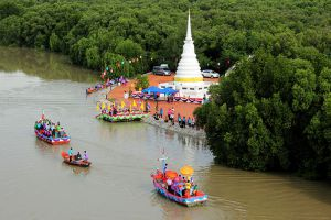 Phra-Chedi-Klang-Nam-Rayong-Thailand-004.jpg