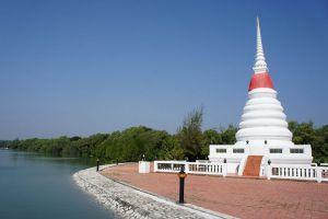 Phra-Chedi-Klang-Nam-Rayong-Thailand-005.jpg