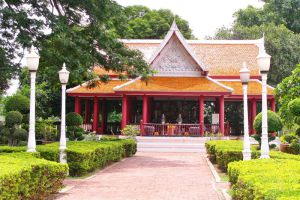 Phra-Chedi-Sisuriyothai-Ayutthaya-Thailand-003.jpg
