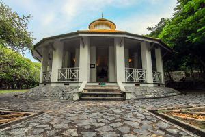 Phra-Chuthathut-Ratchathan-Palace-Museum-Chonburi-Thailand-02.jpg