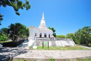 Phra-Chuthathut-Ratchathan-Palace-Museum-Chonburi-Thailand-06.jpg